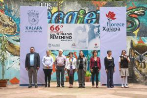 Develan placa en honor de Hermila Galindo Acosta